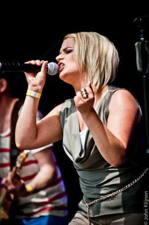 Sneckers live op B-Stage tijdens ParkCity Live, Park Bekkerveld, 23 juni 2012