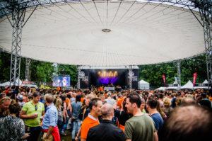 """Publiek onder de """"Perfect Sky"""" tijdens ParkCity Live, Heerlen 5 juli 2014"""